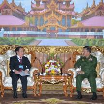 တပ်မတော်ကာကွယ်ရေးဦးစီးချုပ် ဗိုလ်ချုပ်မှူးကြီး မင်းအောင်လှိုင် လာအိုနိုင်ငံ သံအမတ်ကြီး H.E. Mr. Lyying Sayaxang အားလက်ခံတွေ့ဆုံ