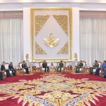 တပ်မတော်ကာကွယ်ရေးဦးစီးချုပ် ဗိုလ်ချုပ်မှူးကြီး မင်းအောင်လှိုင် ထိုင်းဘုရင့်တပ်မတော် ကြည်းတပ်ဦးစီးချုပ်အား လက်ခံတွေ့ဆုံ(ရုပ်သံသတင်း)