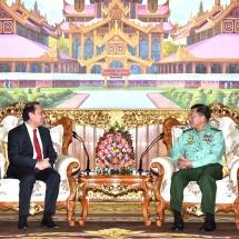 တပ်မတော်ကာကွယ်ရေးဦးစီးချုပ် ဗိုလ်ချုပ်မှူးကြီး မင်းအောင်လှိုင် ဗီယက်နမ်ဆိုရှယ်လစ် သမ္မတနိုင်ငံ၊ ဝန်ကြီးချုပ်၏ အထူးကိုယ်စားလှယ်ဖြစ်သူ ဒုတိယနိုင်ငံခြားရေးဝန်ကြီး H.E. Mr. Nguyen Quoc Dung အားလက်ခံတွေ့ဆုံ