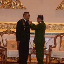 တပ်မတော်ကာကွယ်ရေးဦးစီးချုပ် ဗိုလ်ချုပ်မှူးကြီး မင်းအောင်လှိုင် ထိုင်းဘုရင့်တပ်မတော်ကာကွယ်ရေးဦးစီးချုပ် General Ponpipat Benyasri ချစ်ကြည်ရင်းနှီးမှုကိစ္စရပ်များဆွေးနွေး၊ တပ်မတော်ကာကွယ်ရေးဦးစီးချုပ်၏ ဂုဏ်ထူးဆောင်တံဆိပ်ချီးမြှင့်အပ်နှင်း