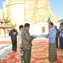 Senior General Min Aung Hlaing inspects 500-acre Nanttale multipurpose farm of Putao Station, pays homage to Kaunghmulon Pagoda