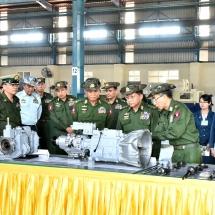 တပ်မတော်ကာကွယ်ရေးဦးစီးချုပ် ဗိုလ်ချုပ်မှူးကြီး မင်းအောင်လှိုင် မကွေးတပ်နယ်နှင့် မြင်းခြံ တပ်နယ်ရှိ တပ်မတော်အကြီးစားစက်ရုံများသို့ သွားရောက်ပြီး မော်တော်ယာဉ်များအတွက် စက်အစိတ်အပိုင်းများထုတ်လုပ်နေမှုအခြေအနေများအား ကြည့်ရှုစစ်ဆေး
