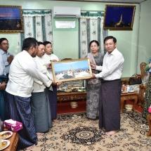 Senior General Min Aung Hlaing pays homage to Layhsu Datpyaw Shwehsandaw Pagoda in Pyay