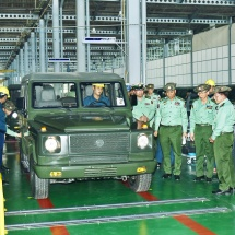 Senior General Min Aung Hlaing inspects manufacturing of vehicles, machine parts at Tatmadaw Heavy Industry in Htonbo