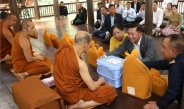 Senior General Min Aung Hlaing and Myanmar Tatmadaw goodwill delegation pay respects to Abbot Monk of Wat Pa Baan Tat Temple in Udon Thani Province, visit Thai-Lao Friendship Bridge