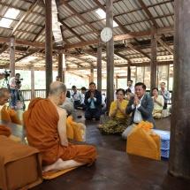 တပ်မတော်ကာကွယ်ရေးဦးစီးချုပ် ဗိုလ်ချုပ်မှူးကြီး မင်းအောင်လှိုင် ဦးဆောင်သည့် မြန်မာ့တပ်မတော်ချစ်ကြည်ရေးကိုယ်စားလှယ်အဖွဲ့ Udon Thani ခရိုင်ရှိ Wat Pa Baan Tat ဘုရားကျောင်း ကျောင်းထိုင်ဆရာတော်အားဖူးမြော်ကြည်ညို၊ ထိုင်း- လာအိုချစ်ကြည်ရေး တံတားသို့ သွားရောက်ကြည့်ရှုလေ့လာ