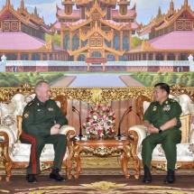တပ်မတော်ကာကွယ်ရေးဦးစီးချုပ် ဗိုလ်ချုပ်မှူးကြီး မင်းအောင်လှိုင် ရုရှားဖက်ဒရေးရှင်းနိုင်ငံ၊ ကာကွယ်ရေး ဝန်ကြီးဌာန ဒုတိယဝန်ကြီး Colonel General Alexander V. Fomin အား လက်ခံတွေ့ဆုံ(ရုပ်သံသတင်း)