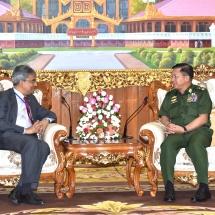 တပ်မတော်ကာကွယ်ရေးဦးစီးချုပ် ဗိုလ်ချုပ်မှူးကြီး မင်းအောင်လှိုင် မြန်မာနိုင်ငံဆိုင်ရာ အိန္ဒိယနိုင်ငံ သံအမတ်ကြီးH.E. Mr. Saurabh Kumarအားလက်ခံတွေ့ဆုံ