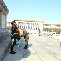တပ်မတော်ကာကွယ်ရေးဦးစီးချုပ် ဗိုလ်ချုပ်မှူးကြီး မင်းအောင်လှိုင်ဦးဆောင်သည့် မြန်မာ့တပ်မတော် ချစ်ကြည်ရေးကိုယ်စားလှယ်အဖွဲ့ ပေကျင်းမြို့ရှိ တရုတ်ပြည်သူ့လွတ်မြောက်ရေးတပ်မတော် ကြည်းတပ် သံချပ်ကာလေ့ကျင့်ရေးသင်တန်းကျောင်းသို့ သွားရောက်ကြည့်ရှုလေ့လာ