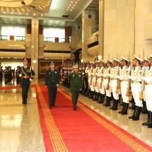 တပ္မေတာ္ကာကြယ္ေရးဦးစီးခ်ဳပ္ ဗုိလ္ခ်ဳပ္မွဴးႀကီး မင္းေအာင္လႈိင္အား တ႐ုတ္ ျပည္သူ႕သမၼတႏုိင္ငံ၊ ဗဟုိစစ္ ေကာ္မရွင္အဖြဲ႕၀င္ႏွင့္ ပူးတြဲစစ္ဦးစီးဌာန စစ္ဦးစီးခ်ဳပ္ Gen. Li Zuocheng ကဂုဏ္ျပဳတပ္ဖြဲ႕ျဖင့္ႀကိဳဆုိ၊ ေတြ႕ဆုံ ေဆြးေႏြး
