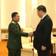 တပ္မေတာ္ကာကြယ္ေရးဦးစီးခ်ဳပ္ ဗုိလ္ခ်ဳပ္မွဴးႀကီး မင္းေအာင္လႈိင္ တ႐ုတ္ျပည္သူ႔သမၼတႏုိင္ငံ သမၼတ Mr. Xi Jinping ႏွင့္ ေတြ႕ဆုံေဆြးေႏြး(႐ုပ္သံသတင္း)