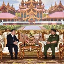 တပ်မတော်ကာကွယ်ရေးဦးစီးချုပ် ဗိုလ်ချုပ်မှူးကြီး မင်းအောင်လှိုင် မြန်မာနိုင်ငံဆိုင်ရာ လာအိုနိုင်ငံ သံအမတ်ကြီး H.E. Mr. Heuangseng KHAMDALAVONG အား လက်ခံတွေ့ဆုံ (ရုပ်သံသတင်း)