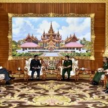 Senior General Min Aung Hlaing receives Indian Defence Secretary