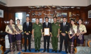 Commander-in-Chief of Defence Services presents certificate of honour to captain and crew for landing their plane safely