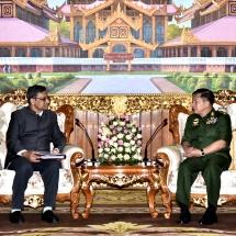 တပ်မတော်ကာကွယ်ရေးဦးစီးချုပ် ဗိုလ်ချုပ်မှူးကြီး မင်းအောင်လှိုင် အိန္ဒိယနိုင်ငံ၊ ကာကွယ်ရေးအတွင်းဝန် H.E. Mr. Sanjay Mitra အား လက်ခံတွေ့ဆုံ(ရုပ်သံသတင်း)