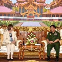 တပ်မတော်ကာကွယ်ရေးဦးစီးချုပ် ဗိုလ်ချုပ်မှူးကြီး မင်းအောင်လှိုင် မြန်မာနိုင်ငံဆိုင်ရာ ဂျာမနီနိုင်ငံသံအမတ်ကြီး H. E. Mrs. Dorothee Janetzke-Wenzel အား လက်ခံတွေ့ဆုံ