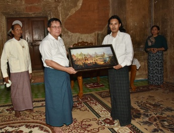 Commander-in-Chief of Defence Services Senior General Min Aung Hlaing and wife Daw Kyu Kyu Hla and party paid homage to the Htilominlo Pagoda in Bagan ancient cultural zone on 17 June.