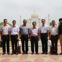 မြန်မာ့တပ်မတော်ချစ်ကြည်ရေးကိုယ်စားလှယ်အဖွဲ့ အဂ္ဂရာမြို့ရှိ တာ့ဂျ်မဟာဂူဗိမာန် (Taj Mahal) ၊ အဂ္ဂရာခံတပ် (Agra Fort)နှင့် အဂ္ဂရာလေတပ်စခန်း Air Force Station (Agra)များသို့ သွားရောက်ကြည့်ရှုလေ့လာ