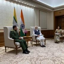 တပ်မတော်ကာကွယ်ရေးဦးစီးချုပ် ဗိုလ်ချုပ်မှူးကြီးမင်းအောင်လှိုင် အိန္ဒိယသမ္မတနိုင်ငံ ဝန်ကြီးချုပ် H.E.Mr. Narendra Damodardas Modi အား ဂါရဝပြုတွေ့ဆုံ(ရုပ်သံသတင်း)