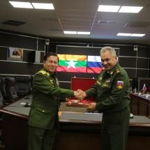 တပ်မတော်ကာကွယ်ရေးဦးစီးချုပ် ဗိုလ်ချုပ်မှူးကြီးမင်းအောင်လှိုင် ရုရှားဖက်ဒရေးရှင်းနိုင်ငံတွင် ကျင်းပပြုလုပ်လျက်ရှိသည့် International Army Game 2019 ပိတ်ပွဲအခမ်းအနားသို့တက်ရောက်၊ ရုရှားဖက်ဒရေးရှင်းနိုင်ငံ ကာကွယ်ရေးဝန်ကြီး Army General Sergei Shoigu နှင့် တွေ့ဆုံဆွေးနွေး(ရုပ်သံသတင်း)