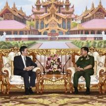 တပ်မတော်ကာကွယ်ရေးဦးစီးချုပ် ဗိုလ်ချုပ်မှူးကြီး မင်းအောင်လှိုင် တရုတ်ပြည်သူ့သမ္မတနိုင်ငံ၊ နိုင်ငံခြားရေးဝန်ကြီးဌာန၊ အာရှရေးရာ အထူးကိုယ်စားလှယ်အား လက်ခံတွေ့ဆုံ