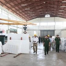 တပ်မတော်ကာကွယ်ရေးဦးစီးချုပ် ဗိုလ်ချုပ်မှူးကြီး မင်းအောင်လှိုင် မာဘယ်ကျောက်ပြား ထုတ်လုပ်ရေးစက်ရုံ (မန္တလေး)၊ နို့စားနွားမွေးမြူရေးစီမံကိန်းနှင့် နန်းမြို့တွင်းရှိ ရှေးဟောင်း အမြောက်ပြတိုက်ဆောက်လုပ်နေမှုများအား သွားရောက်ကြည့်ရှုစစ်ဆေး