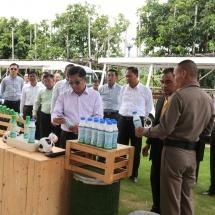 တပ်မတော်ကာကွယ်ရေးဦးစီးချုပ် ဗိုလ်ချုပ်မှူးကြီး မင်းအောင်လှိုင် ဦးဆောင်သည့် မြန်မာ့တပ်မတော် ကိုယ်စားလှယ်အဖွဲ့ ဘုရင့်တော်ဝင်စိုက်ပျိုးမွေးမြူရေးစီမံကိန်းသို့ သွားရောက် လေ့လာကြည့်ရှု