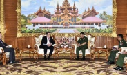 Senior General Min Aung Hlaing receives German Ambassador