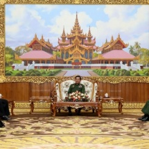 Senior General Min Aung Hlaing receives KNU chairman Saw Mutu Say Poe and party