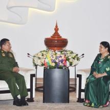 ဧည့်သည်တော် နီပေါဖက်ဒရယ်ဒီမိုကရက်တစ် သမ္မတနိုင်ငံသမ္မတ H.E. Mrs. Bidya Devi Bhandari နှင့် တပ်မတော်ကာကွယ်ရေးဦးစီးချုပ် ဗိုလ်ချုပ်မှူးကြီး မင်းအောင်လှိုင် ရင်းရင်းနှီးနှီး တွေ့ဆုံ