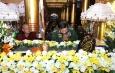 Senior General Min Aung Hlaing pays respects to remains of Maha Myatmuni Sayadaw