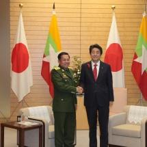 တပ်မတော်ကာကွယ်ရေးဦးစီးချုပ် ဗိုလ်ချုပ်မှူးကြီး မင်းအောင်လှိုင် ဂျပန်နိုင်ငံဝန်ကြီးချုပ် Shinzo ABE ၊ နိုင်ငံခြားရေးဝန်ကြီး  Mr. Toshimitsu MOTEGI တို့နှင့် တွေ့ဆုံဆွေးနွေး၊  တပ်မတော်ကာကွယ်ရေးဦးစီးချုပ် ဗိုလ်ချုပ်မှူးကြီး မင်းအောင်လှိုင် အား ဂျပန်ကိုယ်ပိုင်ကာကွယ်ရေးတပ်ဖွဲ့များ၏ ပူးတွဲစစ်ဦးစီးချုပ်က ဂုဏ်ပြုကြိုဆို၊ တွေ့ဆုံဆွေးနွေး(ရုပ်သံသတင်း)