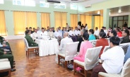 Senior General Min Aung Hlaing cordially meets town elders, civil servants in Kengtung