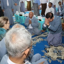 Alumni who attended No 1 Basic Education High School (Central) from 1965 to 1985 hold 27th ceremony to pay respects to teachers
