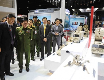 Senior General Min Aung Hlaing visits Defense & Security 2019