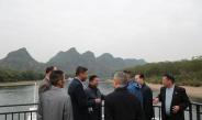 တပ္မေတာ္ကာကြယ္ေရးဦးစီးခ်ဳပ္ ဗိုလ္ခ်ဳပ္မႉးႀကီး မင္းေအာင္လႈိင္ႏွင့္  အၾကမ္းဖက္မႈတန္ျပန္ ႏွိမ္နင္းေရး လက္ေတြ႕ေလ့က်င့္ခန္း ADMM-Plus(VIP Program) သို႔ တက္ေရာက္ခဲ့သည့္ ႏိုင္ငံအသီးသီးမွ ကိုယ္စားလွယ္မ်ား Li jiang ျမစ္ေၾကာင္း တစ္ေလွ်ာက္ေလ့လာ