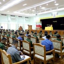 တပ်မတော်ကာကွယ်ရေးဦးစီးချုပ် ဗိုလ်ချုပ်မှူးကြီးမင်းအောင်လှိုင် နိုင်ငံတော်ကာကွယ်ရေးတက္ကသိုလ်သင်တန်းခန်းမ၌ ကာကွယ်ရေးဦးစီးချုပ်ရုံးမှ တပ်မတော်အရာရှိကြီးများ၊ နည်းပြအရာရှိကြီးများ၊ သင်တန်းသားအရာရှိကြီးများအားတွေ့ဆုံအမှာစကားပြောကြား (ရုပ်သံသတင်း)
