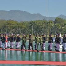တပ်မတော်ကာကွယ်ရေးဦးစီးချုပ် ဗိုလ်ချုပ်မှူးကြီး မင်းအောင်လှိုင် ကမ္ဘောဒီးယား ဘုရင့်တပ်မတော် ကာကွယ်ရေးဦးစီးချုပ် General VONG PISEN အား ဂုဏ်ပြုတပ်ဖွဲ့ဖြင့် ကြိုဆို(ရုပ်သံသတင်း)
