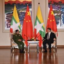 တပ္မေတာ္ကာကြယ္ေရးဦးစီးခ်ဳပ္ ဗုိလ္ခ်ဳပ္မွဴးႀကီး မင္းေအာင္လႈိင္ သမၼတ H.E.Mr.Xi Jinping ႏွင့္ ေတြ႕ဆုံ ေဆြးေႏြး (႐ုပ္သံသတင္း)
