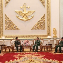 Senior General Min Aung Hlaing accords guard-of-honour welcome to Commander-in-Chief of Royal Cambodian Armed Forces General VONG PISEN