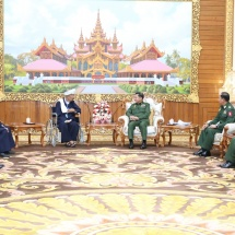 Senior General Min Aung Hlaing receives Patron of Pa-O Peace Organization (PNO) Transformed People's Militia (Local) U Aung Hkam Hti and party, holds talks about regional development