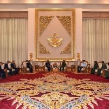 တပ်မတော်ကာကွယ်ရေးဦးစီးချုပ် ဗိုလ်ချုပ်မှူးကြီး မင်းအောင်လှိုင် ထိုင်းဘုရင့်လေတပ်ဦးစီးချုပ်အား လက်ခံ တွေ့ဆုံ (ရုပ်သံသတင်း)
