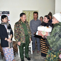 Senior General Min Aung Hlaing cordially meets family members of Maj-Gen Smith Dun, the first commander-in-chief of the Myanmar Tatmadaw