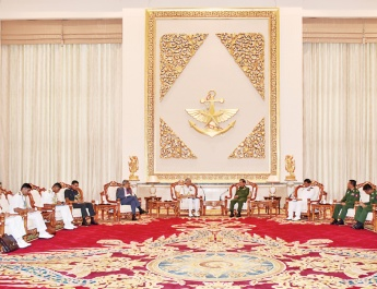 Senior General Min Aung Hlaing receives Chief of the Naval Staff of the Indian Navy