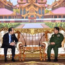 တပ်မတော်ကာကွယ်ရေးဦးစီးချုပ် ဗိုလ်ချုပ်မှူးကြီး မင်းအောင်လှိုင် မြန်မာနိုင်ငံဆိုင်ရာ မလေးရှားနိုင်ငံ သံအမတ်ကြီး H.E. Mr. Zahairi Baharim ၊ မြန်မာနိုင်ငံဆိုင်ရာ ဂျပန်နိုင်ငံ သံအမတ်ကြီး H.E. Mr. Ichiro MARUYAMA တို့အားလက်ခံတွေ့ဆုံ(ရုပ်သံသတင်း)