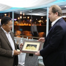 Senior General Min Aung Hlaing attends dinner hosted by Director General of Interstate Corporation Developments, visits Moscow River by river cruise speedboat