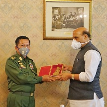 Senior General Min Aung Hlaing meets Indian Defence Minister, replies to questions of RT news agency