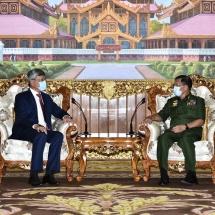 တပ်မတော်ကာကွယ်ရေးဦးစီးချုပ် ဗိုလ်ချုပ်မှူးကြီး မင်းအောင်လှိုင် မြန်မာနိုင်ငံဆိုင်ရာ တရုတ်ပြည်သူ့သမ္မတနိုင်ငံ သံအမတ်ကြီးအား လက်ခံတွေ့ဆုံ(ရုပ်သံသတင်း)