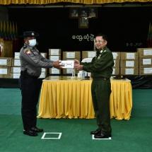တပ်မတော်ကာကွယ်ရေးဦးစီးချုပ် ဗိုလ်ချုပ်မှူးကြီး မင်းအောင်လှိုင် တာချီလိတ်မြို့နယ်အတွင်း မူးယစ်ဆေးဝါးကို ထိရောက်စွာတားဆီးနှိမ်နင်းနိုင်ခဲ့သည့် လုံခြုံရေးတပ်ဖွဲ့ဝင်များအား ဂုဏ်ပြုချီးမြှင့်ငွေများ ပေးအပ်ချီးမြှင့်၊ (COVID-19) ရောဂါကာကွယ်ထိန်းချုပ်ကုသရေး အထောက်အကူပြုပစ္စည်းများ ပေးအပ်လှူဒါန်း