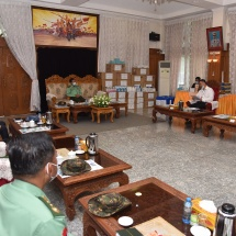 Senior General Min Aung Hlaing receives officials of NDAA (Mongla) group, presents COVID-19 control and prevention aids